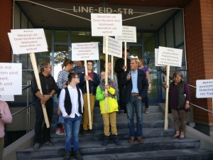 Protestaktion von CDL und ALfA vor dem Konstanzer Firmensitz von LifeCodexx